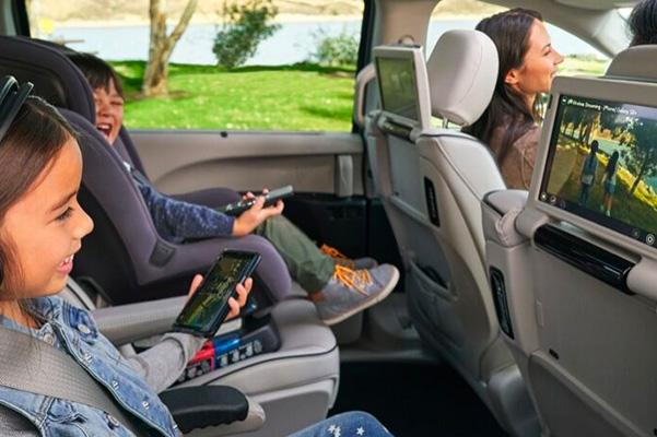 2020 Chrysler Voyager interior media